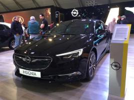 Opel dévoile ses modèles Insigna GS & Crossland X à l'Auto Expo 2018