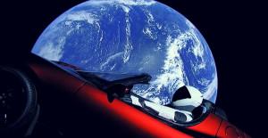 Incroyable: la toute première voiture dans l'espace!