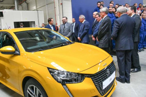 Le roi Mohammed VI inaugure l'usine PSA de Kénitra